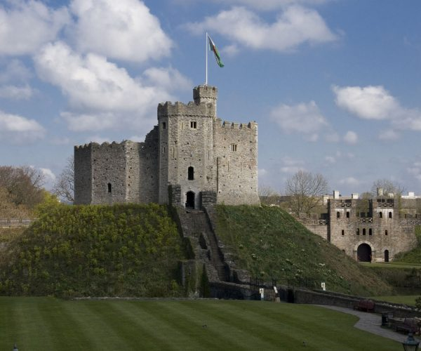 http://www.peartreelanguages.com/wp-content/uploads/2018/04/Copy-of-Cardiff-Castle-600x500.jpg