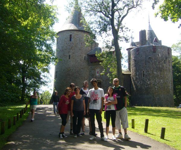 http://www.peartreelanguages.com/wp-content/uploads/2018/04/Copy-of-Castle-Coch-with-students-600x500.jpg